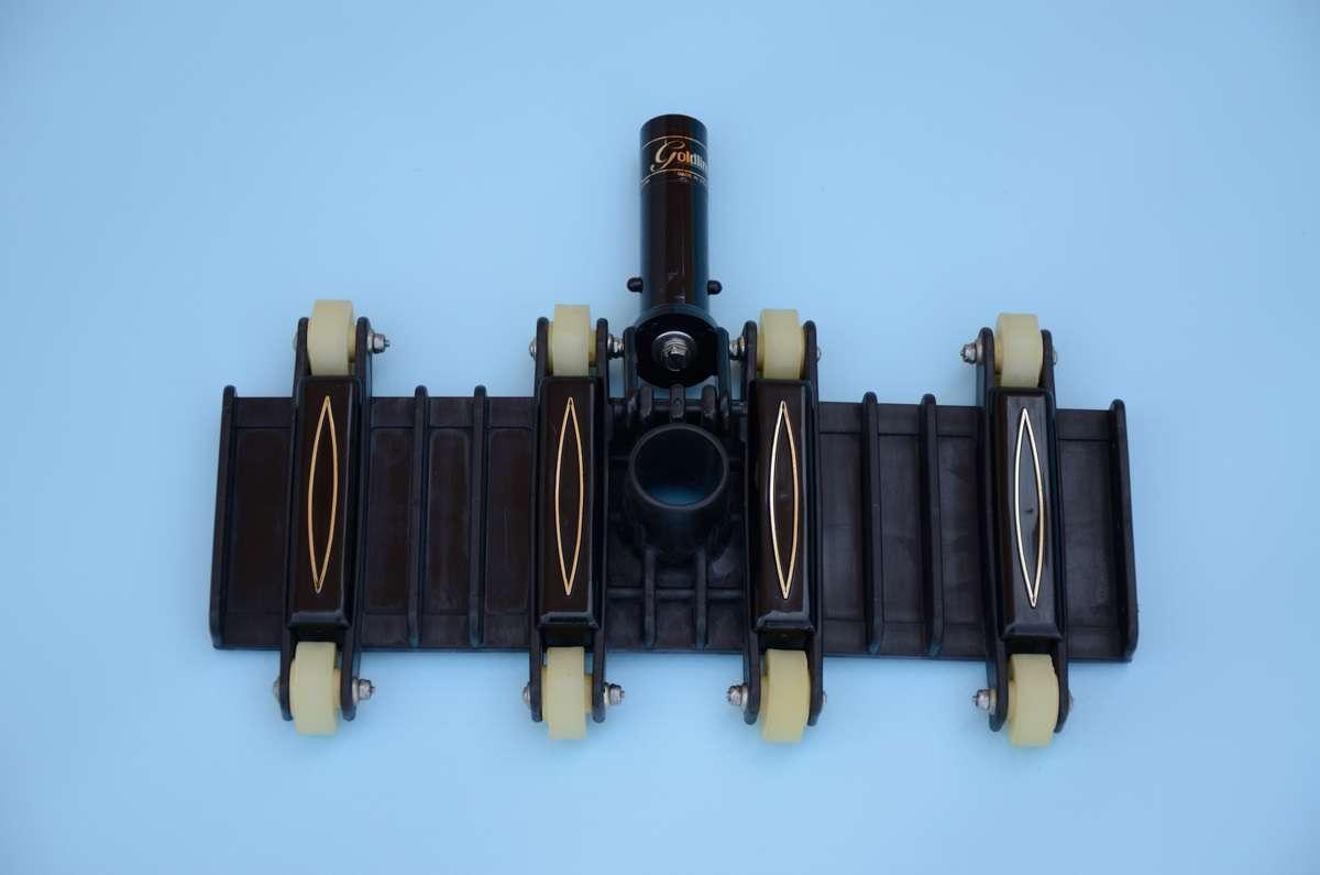scopa aspitante flessibile con ruote
