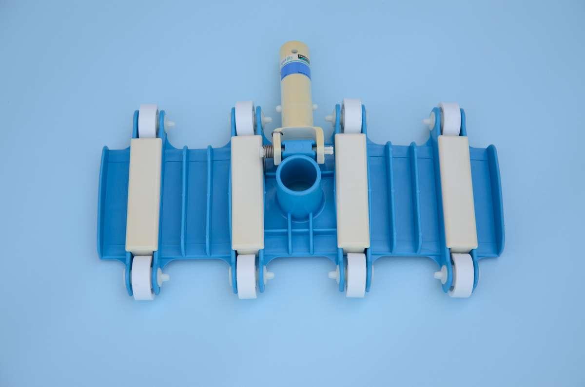 Scopa aspirante flessibile con ruote 1000 piscine for Scopa per piscina