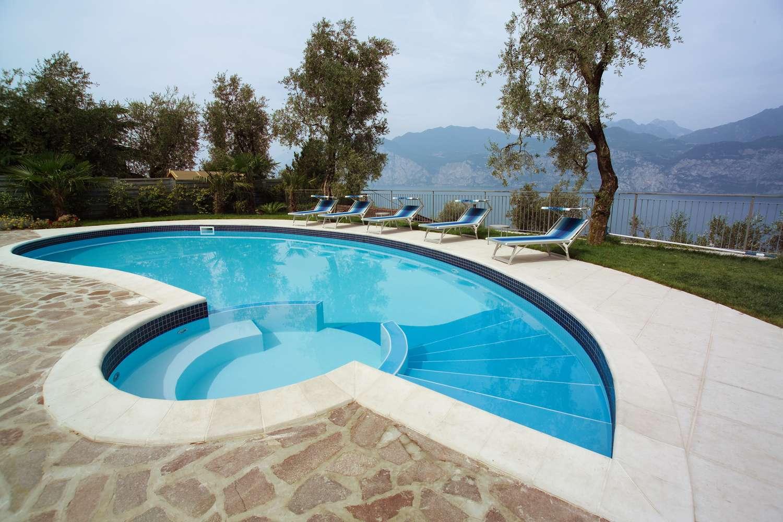 Piscine con fascia mosaico 1000 piscine for 1000 piscine
