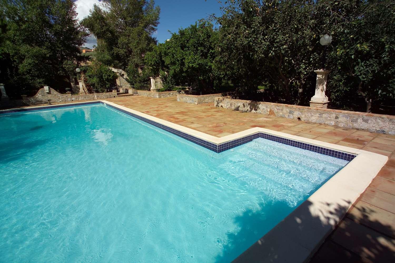 Piscine con fascia mosaico 1000 piscine - Immagini piscine interrate ...