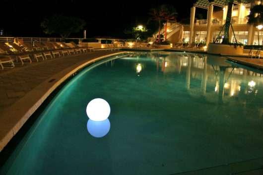 Lampade luminose galleggianti