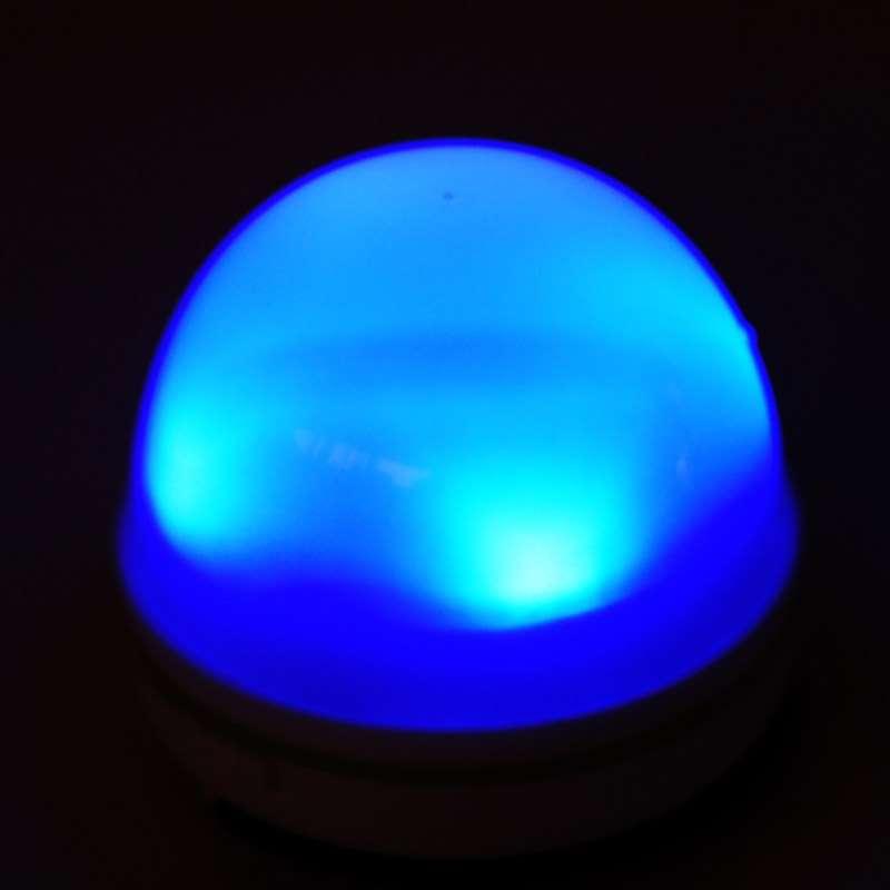 lampadina blu : La lampadina a led diffonde vari colori tra cui il bianco, rosso, blu ...
