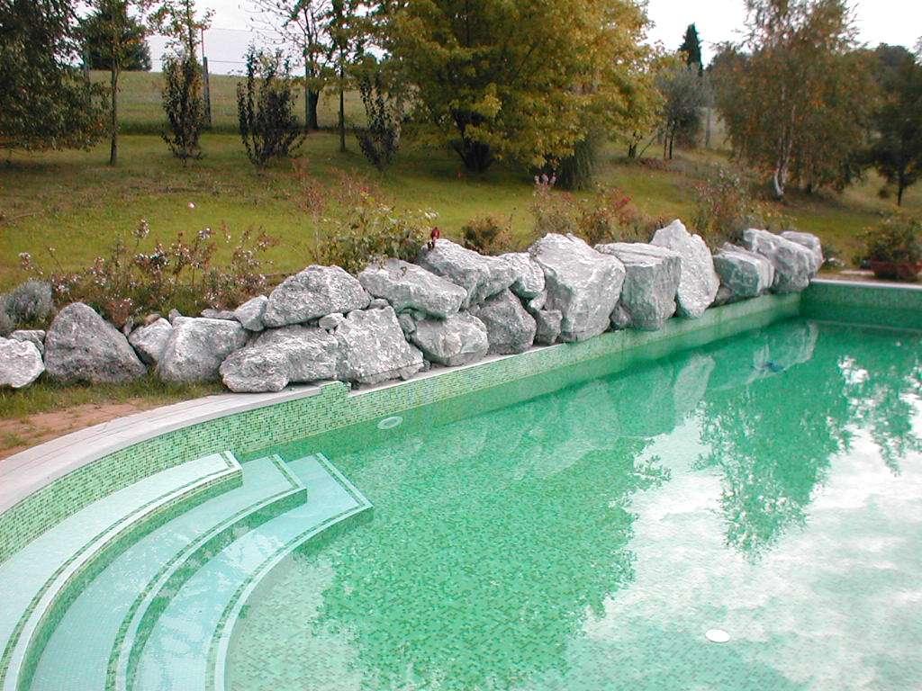 Piccole piscine da giardino vasca da esterno cerca con for Piccole cascate da giardino