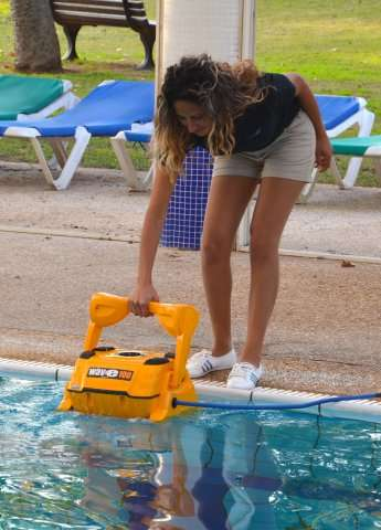 Maytronics dolphin wave 100 robot pulitori piscine for Piscina wave