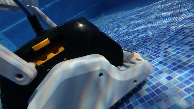 Dolphin explorer spazzole combinate robot pulitore for Robot piscine maytronics