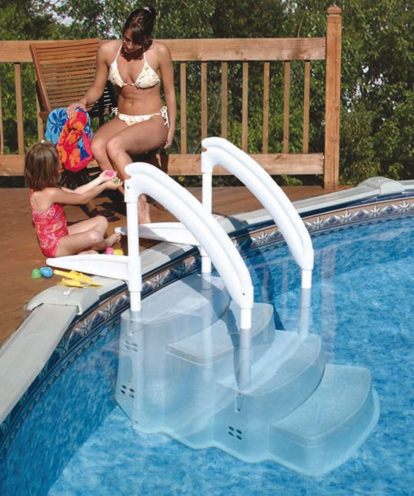 Scala Festiva per piscine, con doppio corrimano, zavorra e doppio ancoraggio.