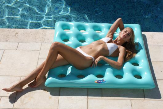 Amaca quadrato a bordo piscina