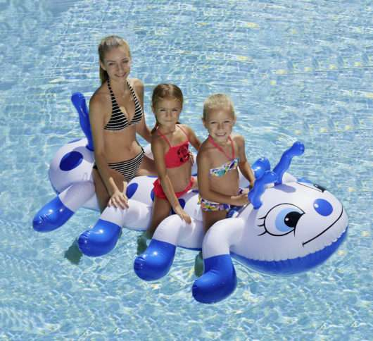 materassino bruco Kerlis in piscina