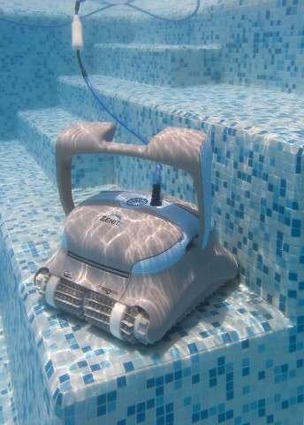 dolphin zenit 20 pulitore in piscina