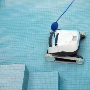 Maytronics Dolphin E10 in piscina