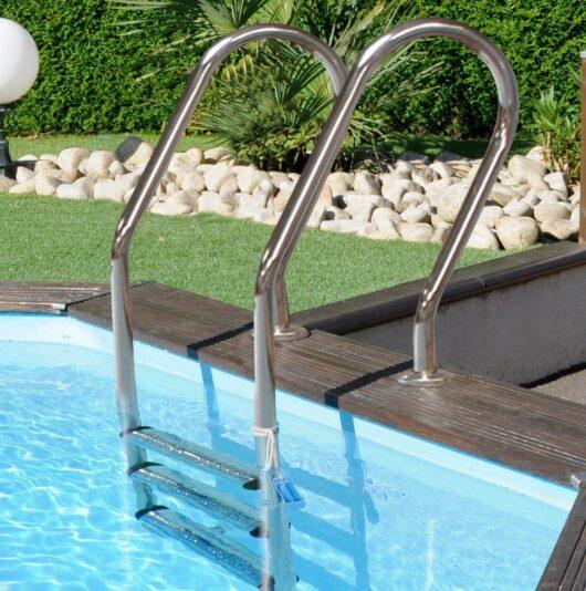 Scaletta interna in acciaio per piscine fuori-terra in legno Evora e Braga