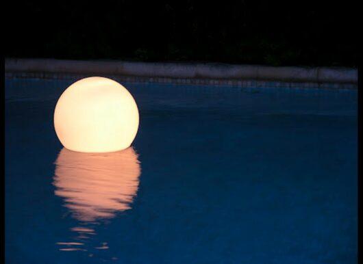 Sfera luminosa galleggiante
