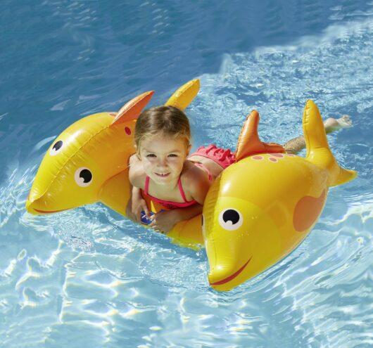 tavoletta gonfiabile pesci Kerlis in piscina